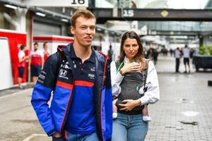 Kelly Piquet and Daniil Kvyat, Toro Rosso with their daughter