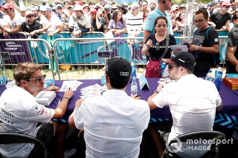 Antonio Felix da Costa, DS Techeetah, Lucas Di Grassi, Audi Sport ABT Schaeffler, Daniel Abt, Audi Sport ABT Schaeffler signs autographs autographs for fans