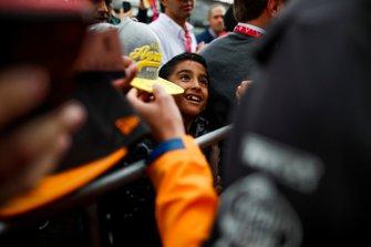 Young fan waits for Lando Norris, McLaren