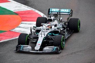 Lewis Hamilton, Mercedes AMG F1 W10 waves to fans