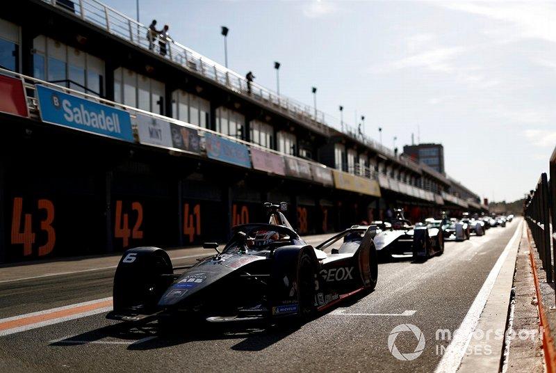 Brendon Hartley, Dragon Racing, Penske EV-4 exits the pit lane