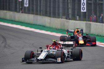 Antonio Giovinazzi, Alfa Romeo Racing C38, leads Max Verstappen, Red Bull Racing RB15
