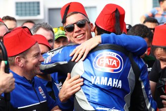 Il vincitore Toprak Razgatlioglu, Pata Yamaha, Paul Denning