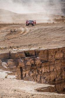 #304 Toyota Gazoo Racing: Giniel De Villiers, Alex Haro Bravo stops