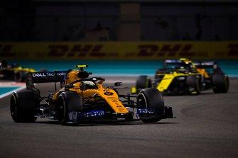 Lando Norris, McLaren MCL34, leads Nico Hulkenberg, Renault F1 Team R.S. 19