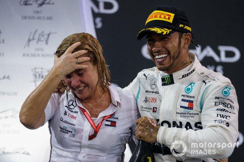 Lewis Hamilton, Mercedes AMG F1, primo classificato, festeggia sul podio