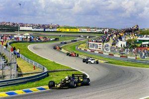 Elio de Angelis, Lotus 97T Renault, voor Marc Surer, Brabham BT54 BMW, Stefan Johansson, Ferrari 156/85, en Michele Alboreto, Ferrari 156/85