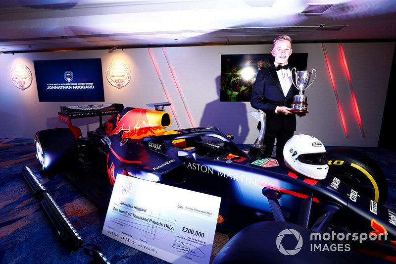 El ganador del Premio al Joven Piloto del Año Aston Martin Autosport BRDC: Johnathan Hoggard con el Red Bull Racing RB15