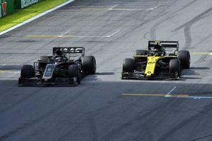 Ромен Грожан, Haas F1 Team VF-19, и Нико Хюлькенберг, Renault Sport F1 Team R.S.19