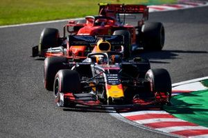 Max Verstappen, Red Bull Racing RB15, devant Charles Leclerc, Ferrari SF90