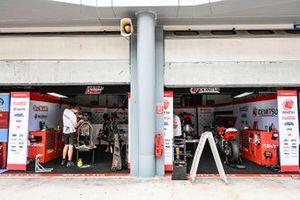 Honda Team Asia garage