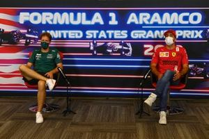 Sebastian Vettel, Aston Martin and Carlos Sainz Jr., Ferrari in the drivers press conference