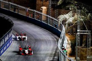 Lucas Di Grassi, Audi Sport ABT Schaeffler, Audi e-tron FE07, leads Nico Muller, Dragon Penske Autosport, Penske EV-4
