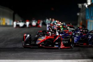 Sebastien Buemi, Nissan e.Dams, Nissan IMO2, leads Nick Cassidy, Envision Virgin Racing, Audi e-tron FE07