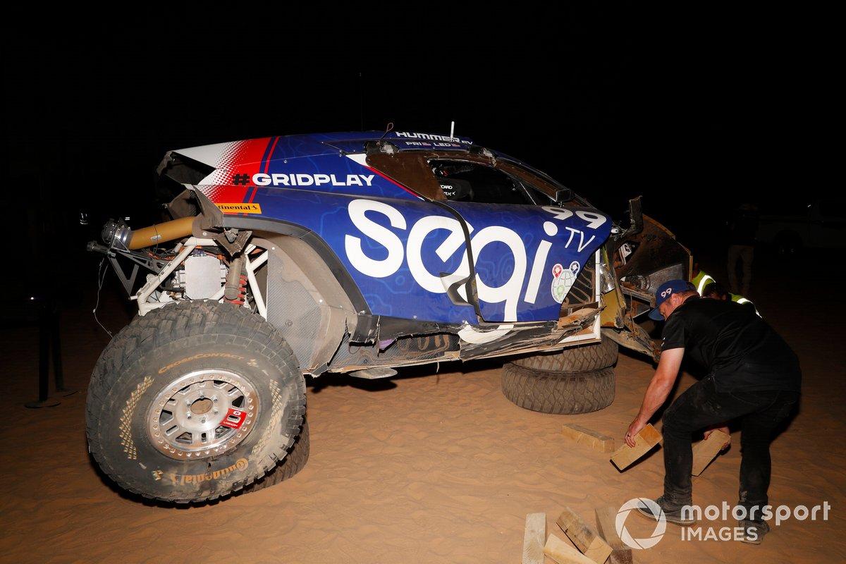 Reparaciones en el coche accidentado de Sara Price, Segi TV Chip Ganassi Racing