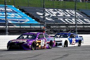 Kyle Busch, Joe Gibbs Racing, Toyota Camry Snickers Peanut Brownie et James Davison, Rick Ware Racing, Chevrolet Camaro