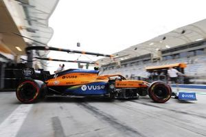 Lando Norris, McLaren MCL35, sort de son garage