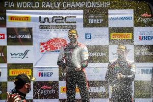 Podium: Sébastien Ogier, Julien Ingrassia, Toyota Gazoo Racing WRT Toyota Yaris WRC with champagne