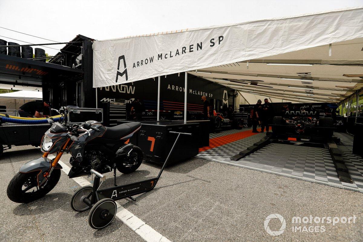Patricio O'Ward, Arrow McLaren SP Chevrolet, Felix Rosenqvist, Arrow McLaren SP Chevrolet paddock