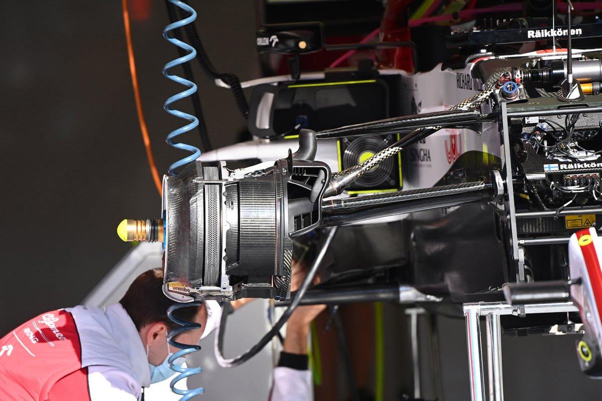 Detalhe do freio dianteiro do C39 da Alfa Romeo Racing