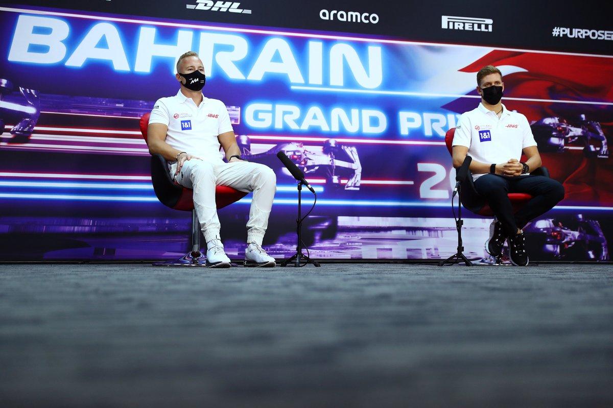 Nikita Mazepin, Haas F1, Mick Schumacher, Haas F1 en la conferencia de prensa