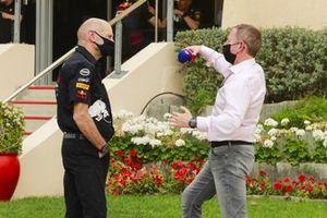 Adrian Newey, Ingénieur en Chef, Red Bull Racing et Martin Brundle, Sky TV