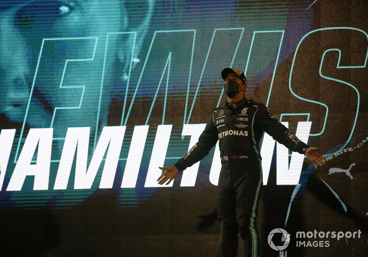Lewis Hamilton, Mercedes W12 festeggia la vittoria sul podio