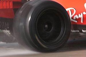 Neumático trasero intermedio de Pirelli de 18 pulgadas probado por Leclerc en el Ferrari