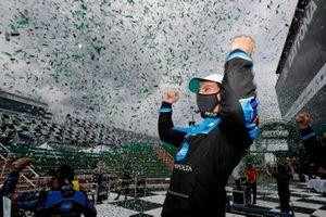 Ganador #10 Wayne Taylor Racing Acura ARX-05 Acura DPi: Filipe Albuquerque celebra