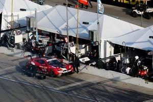 #25 BMW Team RLL BMW M8 GTE, GTLM: Pit Stop, Timo Glock, Philipp Eng, Bruno Spengler, Connor De Phillippi