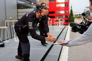 Lewis Hamilton, Mercedes-AMG F1, signs an autograph
