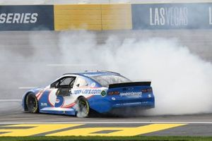 Kyle Larson, Hendrick Motorsports, Chevrolet Camaro HendrickCars.com, celebra