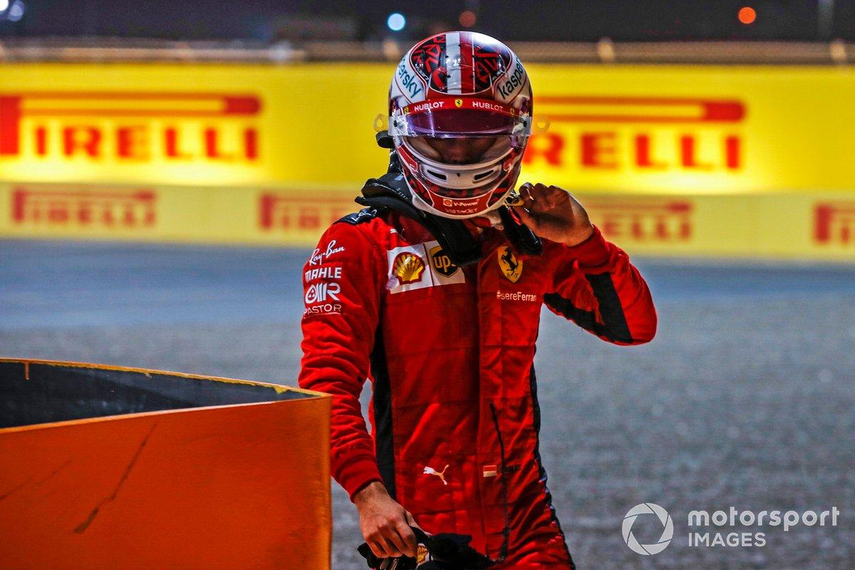 Charles Leclerc, Ferrari, se aleja después de retirarse