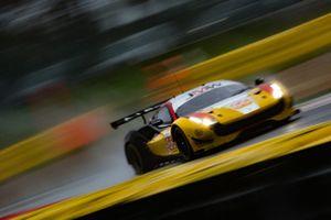 #66 JMW Motorsport Ferrari F488 GTE: Liam Griffin, Alex MacDowal, Miguel Molina