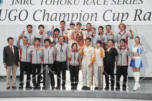 チームタイトルを獲得したカローラ中京 Kuo TEAM TOM'S