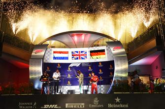 Max Verstappen, Red Bull Racing, Lewis Hamilton, Mercedes AMG F1 en Sebastian Vettel, Ferrari op het podium