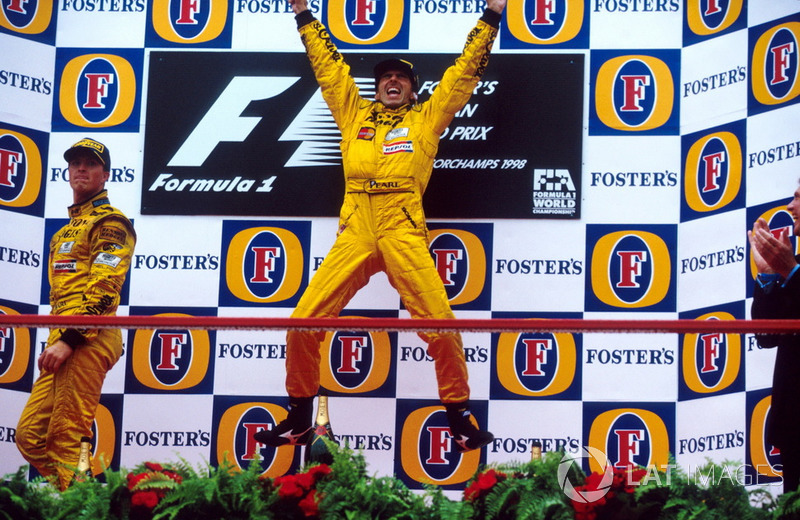 Winner Damon Hill, Jordan 198 on the podium with team-mate Ralf Schumacher, Jordan 198