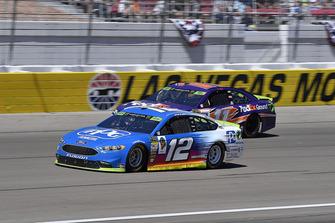 Ryan Blaney, Team Penske, Ford Fusion PPG and Denny Hamlin, Joe Gibbs Racing, Toyota Camry FedEx Ground