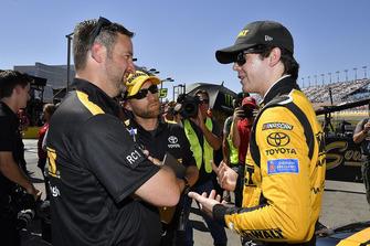 Erik Jones, Joe Gibbs Racing, Toyota Camry, mit Chris Gayle