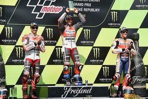 Подиум: победитель Андреа Довициозо, второе место – Хорхе Лоренсо, Ducati Team, третье место – Марк Маркес, Repsol Honda Team