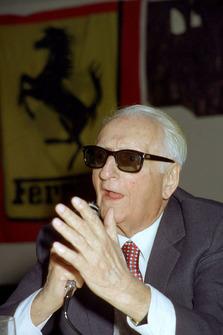 Maranello 1984, Enzo Ferrari durante una reunión con periodistas
