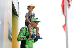 Kyle Busch, Joe Gibbs Racing, Toyota Camry, mit Sohn Brexton
