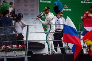 Le vainqueur Lewis Hamilton, Mercedes AMG F1 W09