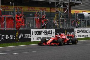 Race winner Sebastian Vettel, Ferrari SF71H crosses the line