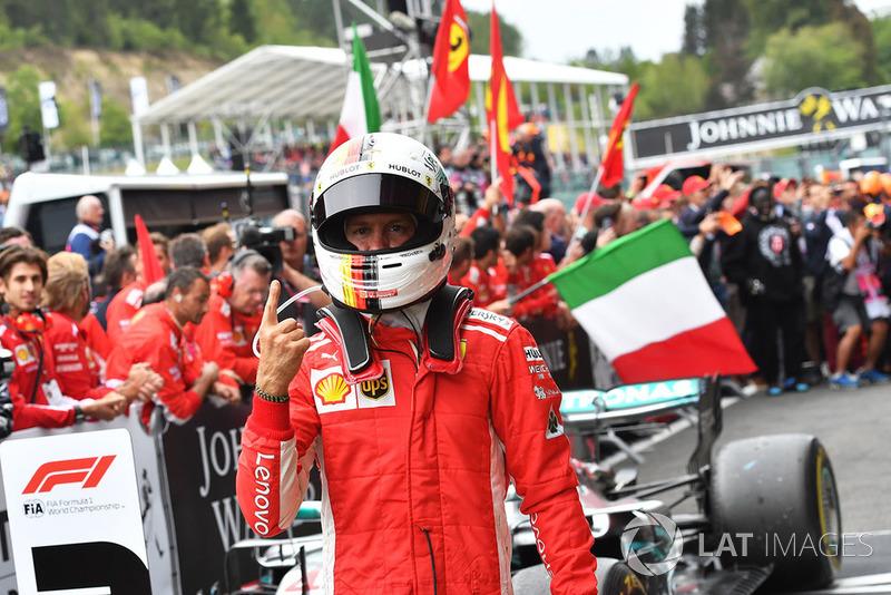 Zwycięzca Sebastian Vettel, Ferrari świętuje w parku zamkniętym