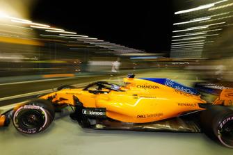 Fernando Alonso, McLaren MCL33, leaves the garage
