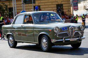 Une voiture de police d'époque