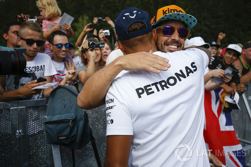 Fernando Alonso, McLaren y Lewis Hamilton, Mercedes AMG F1