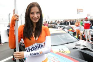 Chica de la parrilla del #14 MRS GT-Racing BMW M6 GT3: Christopher Zöchling, Jens Klingmann