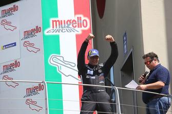 Edoardo Cappello festeggia sul podio
